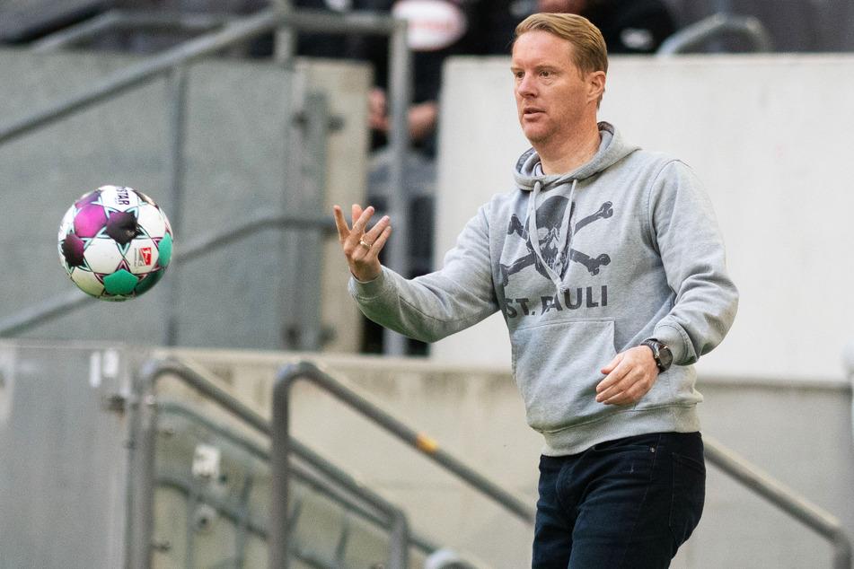 FC St. Pauli-Coach Timo Schultz (43) sah eine verdiente Niederlage seiner Mannschaft. Gegen Fortuna Düsseldorf hatte der Höhenflug der Kiezkicker ein Ende.