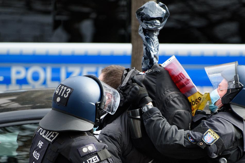 Polizeigewerkschaft Bayern fordert Verbot von Demonstrationen!
