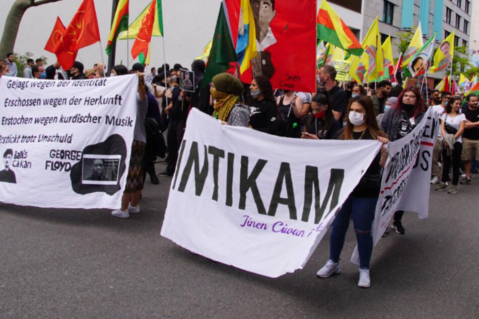 Pyrotechnik und Anti-Polizei-Sprechchöre bei Kurden-Demo in Stuttgart