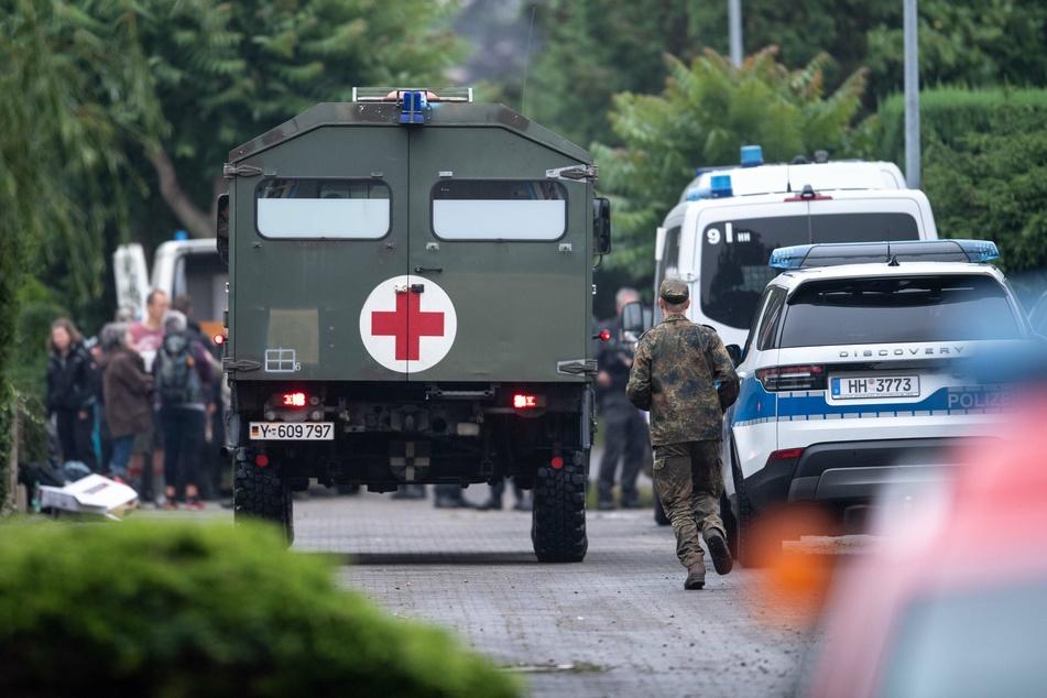 Rettungskräfte beim Einsatz im Ortsteil Blessem in Erftstadt.