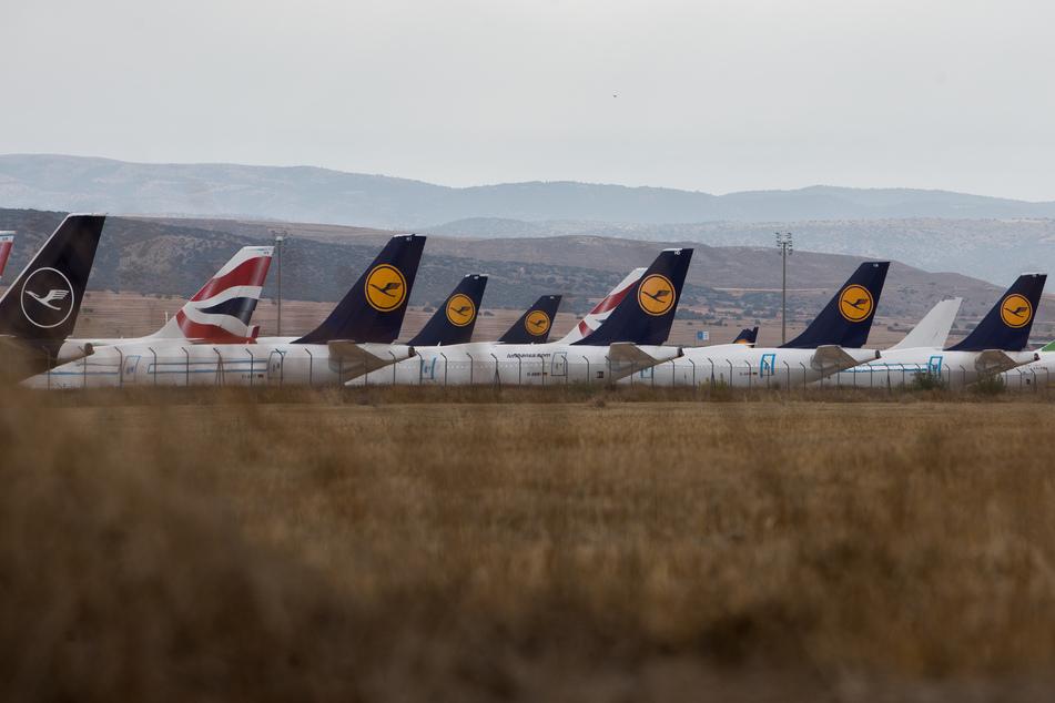 Spanien, Teruel: Flugzeuge der Lufthansa sind auf dem Flughafen Teruel abgestellt.