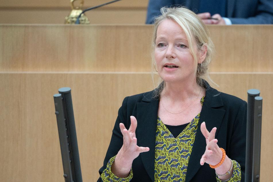 Landesumweltministerin Thekla Walker (52, Grüne) hofft, dass die Pflicht für Fotovoltaik-Anlagen in den Koalitionsvertrag aufgenommen wird.