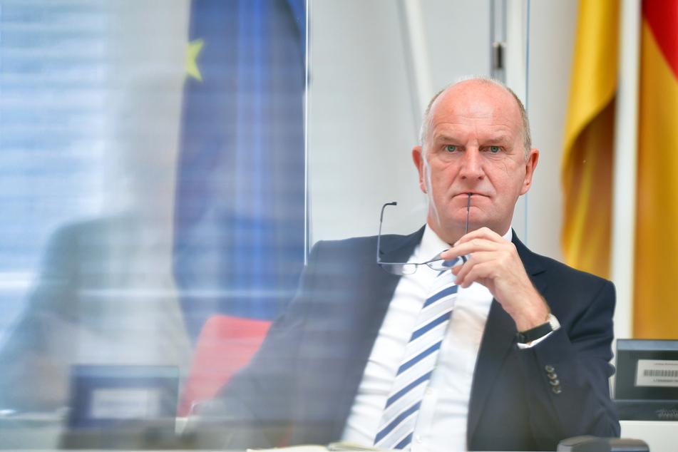 Ministerpräsident Dietmar Woidke (SPD) kündigt Lockerungen der Corona-Regeln für Brandenburg an.