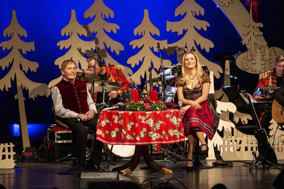 Stefanie Hertel lädt Heiligabend die MDR-Zuschauer zum Weihnachtsfest im Kreise ihrer Familie ein. Zu Besuch kommen Andy Borg, Patrick Lindner sowie Anita und Alexandra Hofmann.