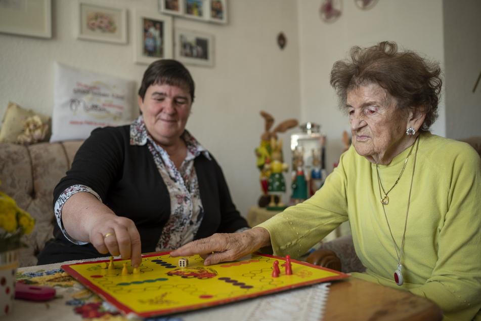 Edith Meyhack (86, re.) ist trotz der Pandemie eine echte Optimistin.