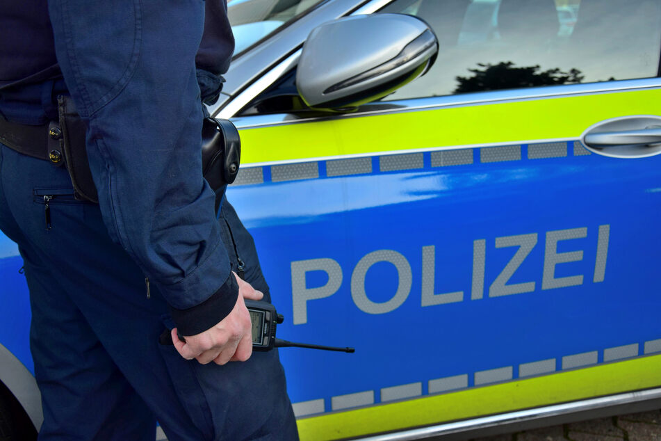 Mann schlägt mit Eisenkette auf Auto ein: Bei Polizeieinsatz löst sich plötzlich ein Schuss