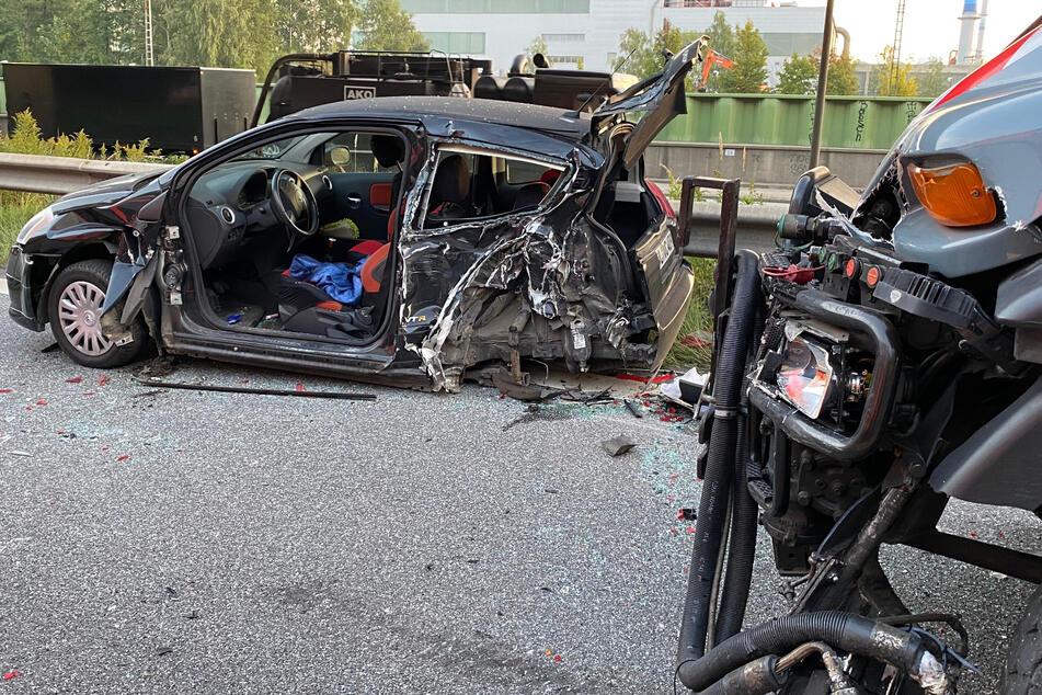Heftiger Unfall auf A1: Verletzte Frau in Auto eingeschlossen
