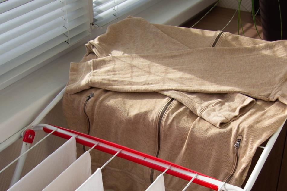 Nasse Wäsche, Handtücher oder Bettlacken kühlen aufgeheizte Räume.