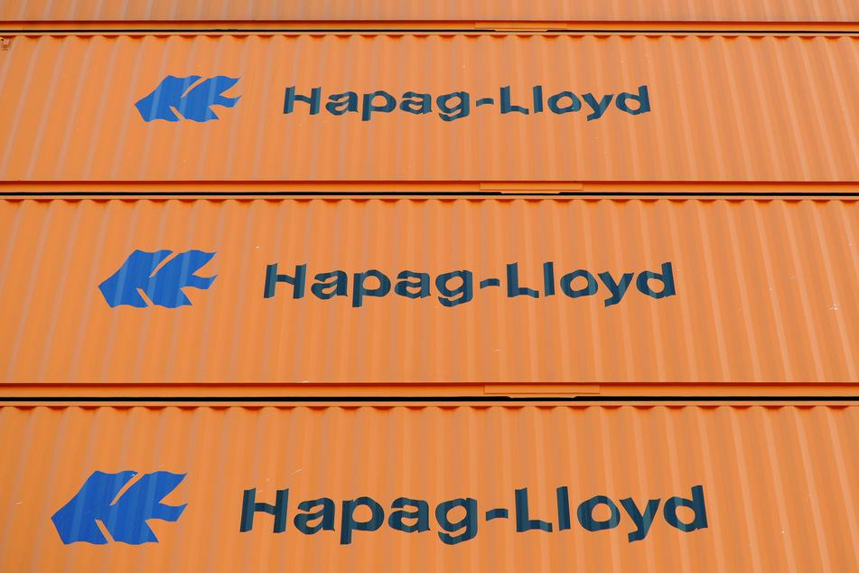 """Hapag-Lloyd Container stehen auf dem Schiff """"Hamburg Express"""" der Reederei Hapag-Lloyd."""