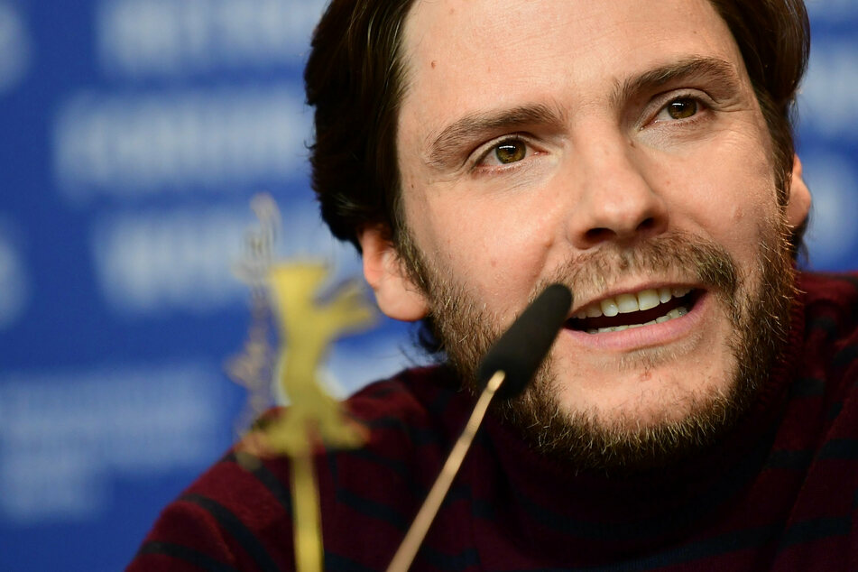 Schauspieler Daniel Brühl thematisiert ernstes Problem bei seinem Regie-Debüt