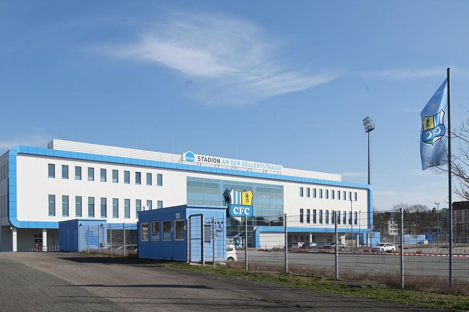 Das Chemnitzer Drive-In-Coronatestzentrum am CFC-Stadion erweitert seine Öffnungszeiten.