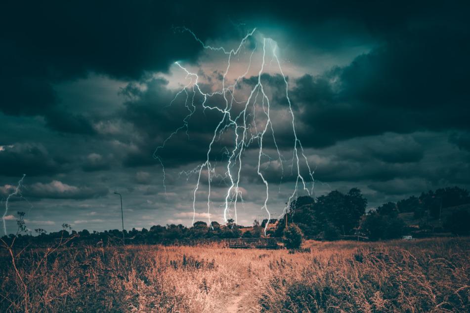 Gewitter kündigen sich meist einige Minuten im Voraus an, sodass meist genügend Zeit bleibt, sich in Sicherheit zu bringen.