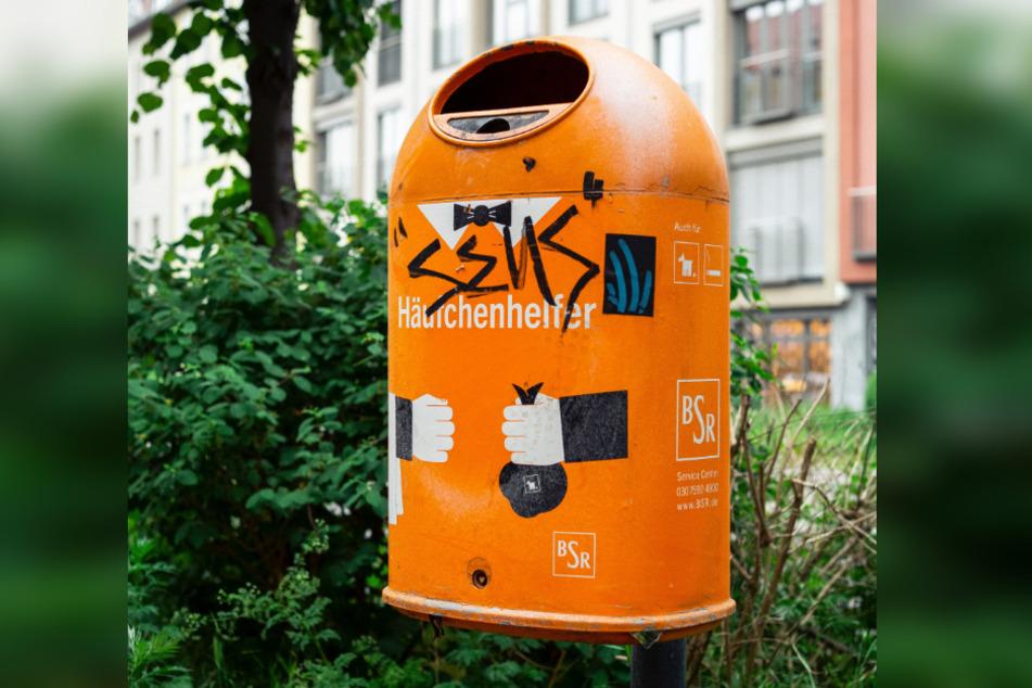 Mülleimer für Hundehaufen stehen in Städten vielerorts bereit.