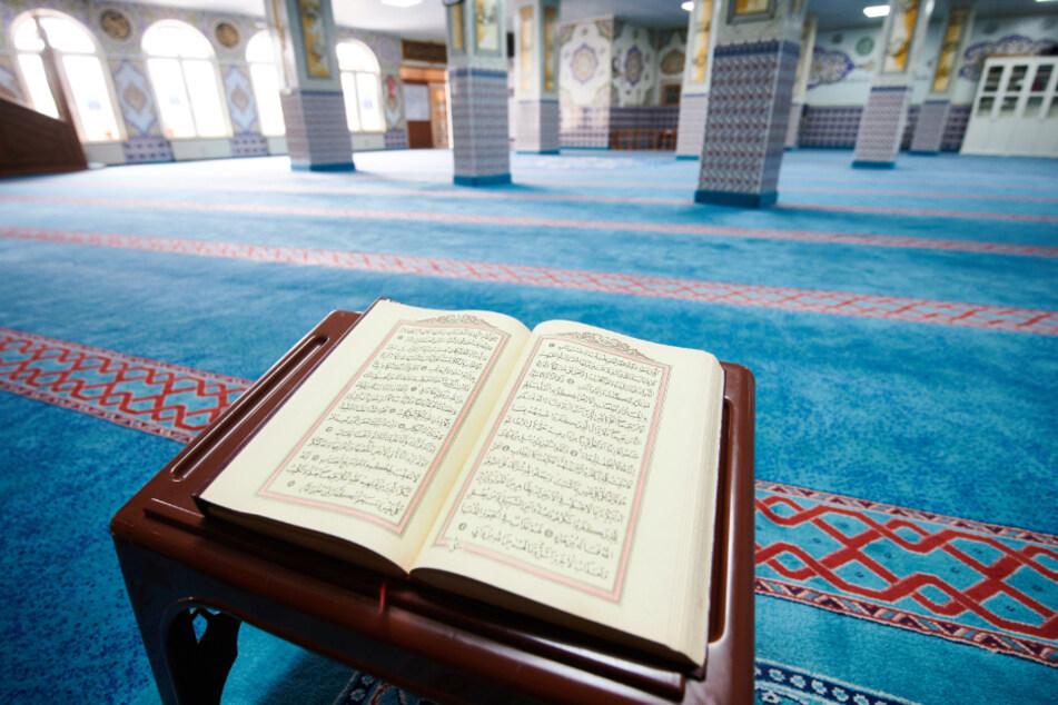Frankfurt: Mann verteilt Exkremente in muslimischem Gebetsraum und legt Feuer