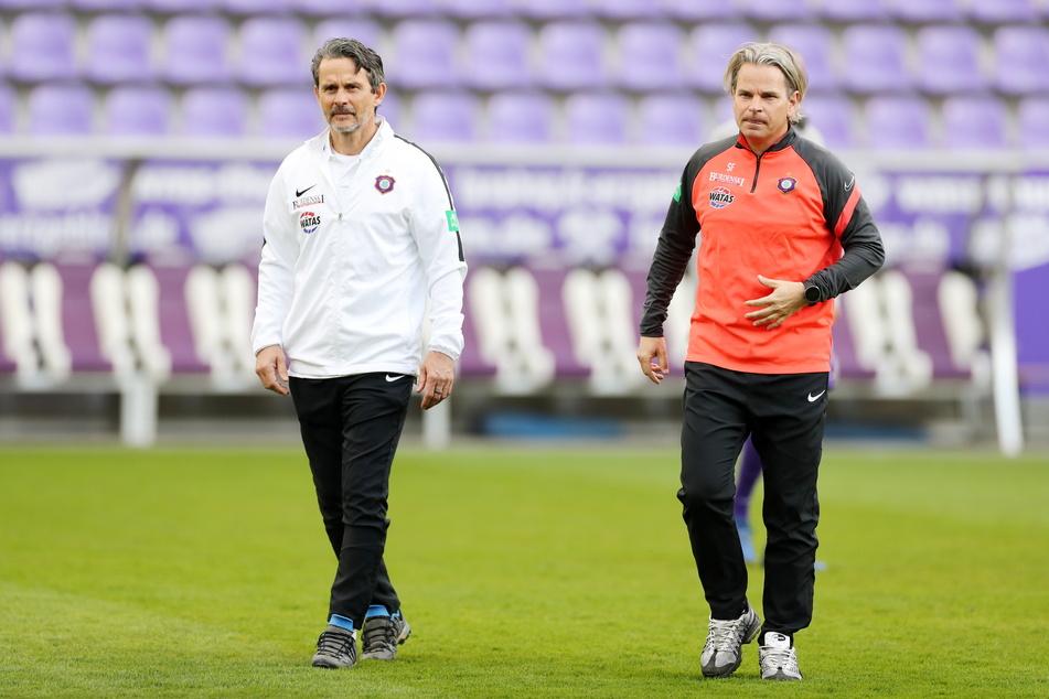 Cheftrainer Dirk Schuster (53, l.) und sein Assistent Sascha Franz (47) haben sich krankgemeldet. Eher unwahrscheinlich, dass beide auch künftig die Auer Mannschaft betreuen.