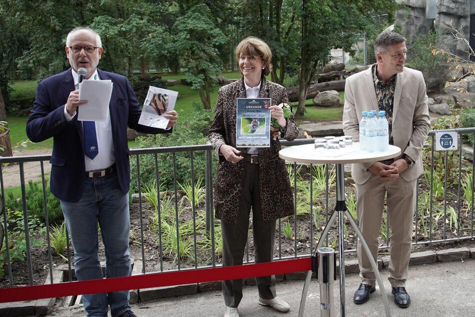 Zoodirektor Prof. Theo B. Pagel (59), Oberbürgermeisterin Henriette Reker (63, parteilos) und Zoo-Vorstand Christopher Landsberg bei der Einweihung.