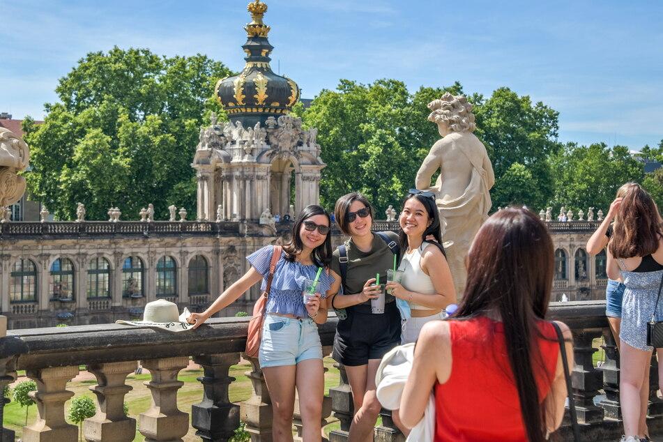 Ausländische Touristen haben Sachsen (hier: der Dresdner Zwinger) wiederentdeckt. Die Zahlen steigen.