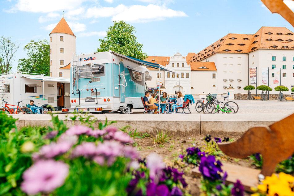 Camper können in diesem Sommer ihren Wohnwagen in Freiberg direkt vor Schloss Freudenstein aufstellen.