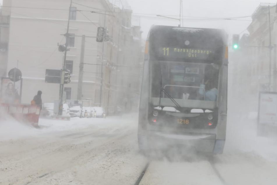 Schneewalze rollt über Leipzig: Zugverkehr in Mitteldeutschland steht still!