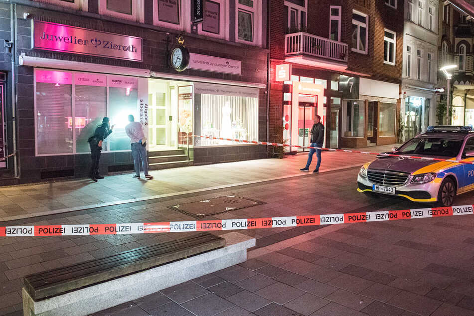Der Tatort wurde von den zuständigen Einsatzkräften gesichert.