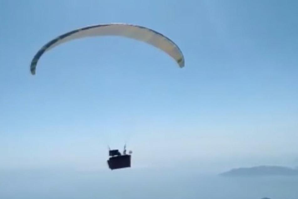 Der erfahrene Paraglider hatte die Idee zu dieser besonderen Aktion schon vor Jahren.