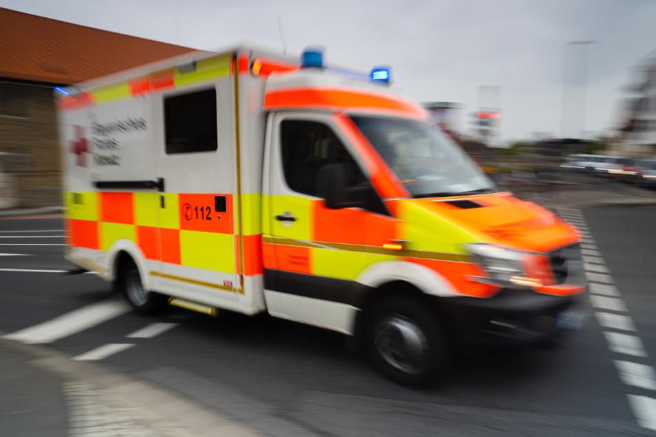 Junge (2) stürzt aus Fenster eines Restaurants und verletzt sich schwer