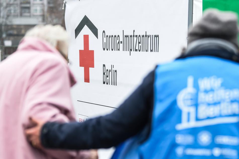 Die Corona-Impfungen in Berlin sollen trotz des Winterwetters wie geplant weitergehen.