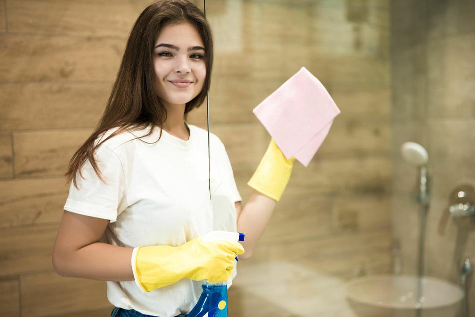 Die Reinigung der Duschkabine muss zwar regelmäßig erfolgen, bereitet aber nicht jedem Freude.