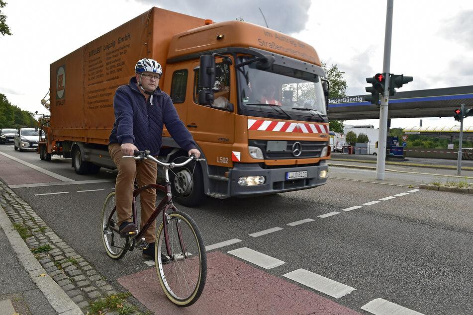 Achtung, Rechtsabbieger: AfD-Stadtrat Falk Müller (44) fordert Abbiege-Assistenten für alle städtischen Laster.