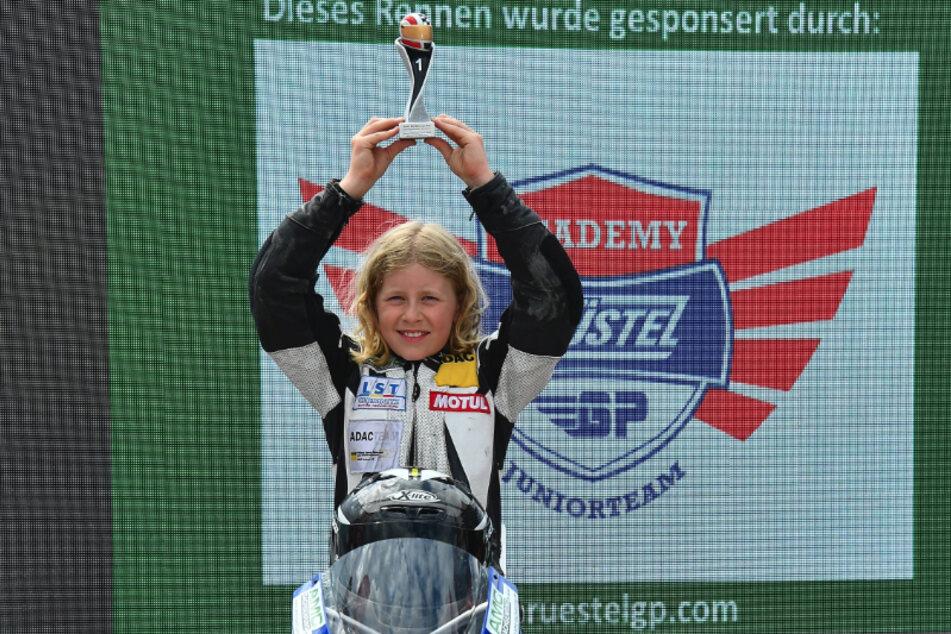 """Schon in ihrem zweiten Rennen der Einsteiger-Klasse beim ADAC-Mini-Bike-Cup in Mülsen gelang """"Hummel"""" Anina der erste Sieg."""