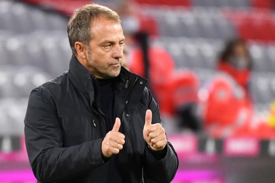 Hansi Flick (55) ist aktuell der Übungsleiter des FC Bayern München - und dabei äußerst erfolgreich.