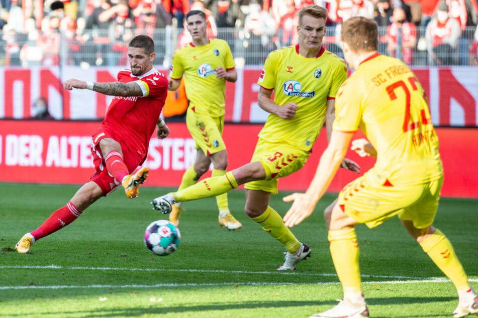 Robert Andrich (l.) erzielt mit einem abgefälschten Flachschuss den 1:1-Ausgleich für den 1. FC Union Berlin.