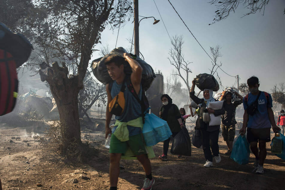Moria refugees brought to mainland Greece in aftermath of fires