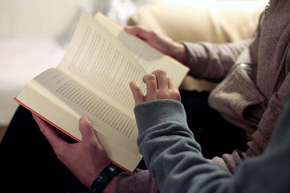 Die Corona-Pandemie erschwert die außerschulische Leseförderung tausender Jungen und Mädchen.