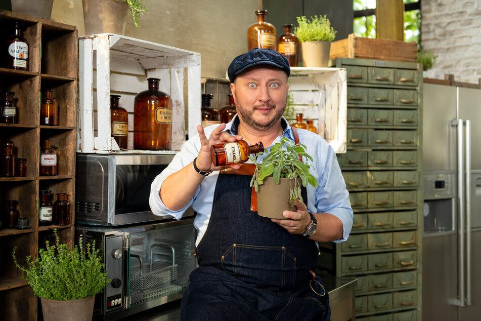 Produktentwickler Sebastian Lege (42) informiert unter anderem über Pesto fast ohne Basilikum.