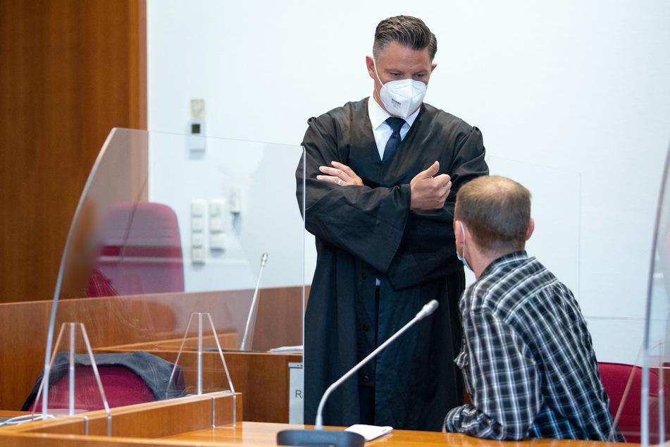 Drei Maskenverweigerer müssen sich nach einer Schlägerei in einem Troisdorfer Supermarkt vor dem Bonner Landgericht verantworten.