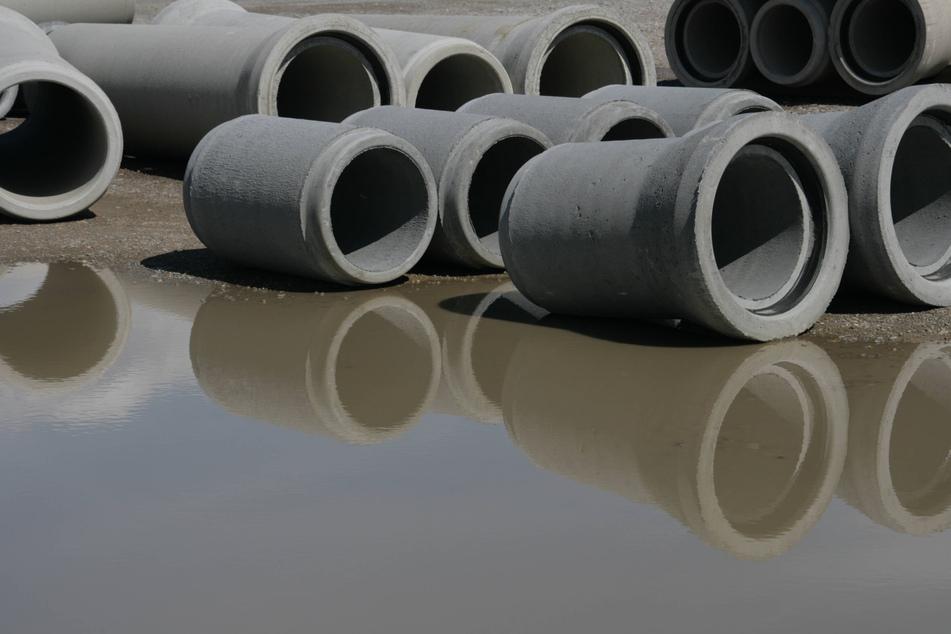 """Das Umweltministerium verfügt über einen Rekordhaushalt. Trotzdem strich es Gelder für den Abwasser-Kanalbau. Ein Ministeriumssprecher begründet das so: """"Angesichts von Dürrefolgen, Borkenkäfer-Katastrophe und großflächigen Waldschäden war es nicht möglich, weiter mit Mitteln zu arbeiten, die nicht primär für die Siedlungswasserwirtschaft vorgesehen waren."""" (Symbolbild)"""
