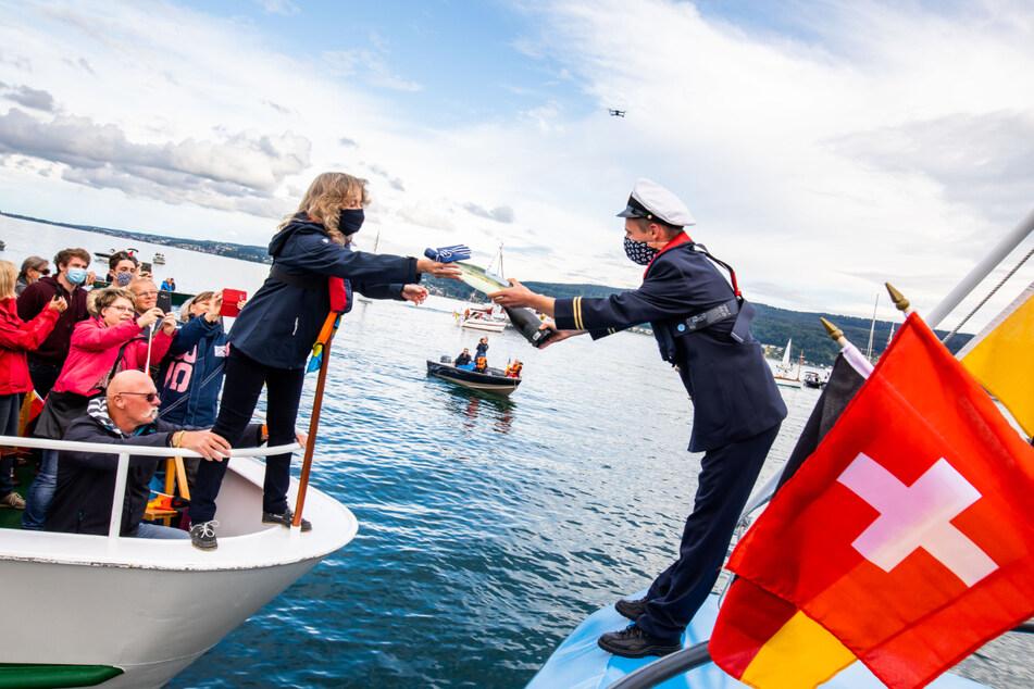Deutsche und schweizer Schiffe bilden Stern auf dem Bodensee