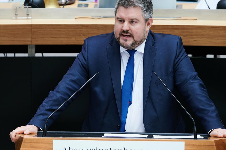 Der Abgeordnete Paul Fresdorf (44, FDP) bemängelt, dass eine exakte Statistik zu den Zahlen der Quereinsteiger fehlt.