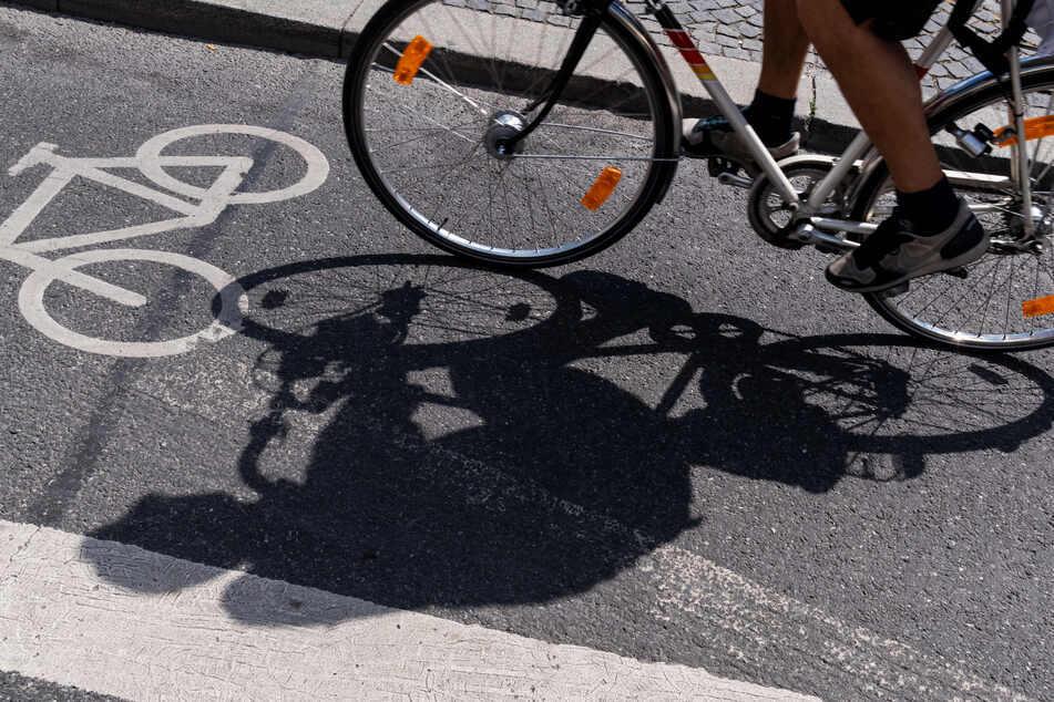 """Die geplanten, dauerhaften Radwege sollen gegen die Straßenverkehrsordnung verstoßen, argumentiert der Club """"Mobil""""."""