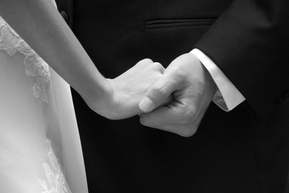 Einen Tag vor seiner Hochzeit starb ein junges Paar (†26, †32) in Polen bei einem tragischen Unfall. (Symbolbild)