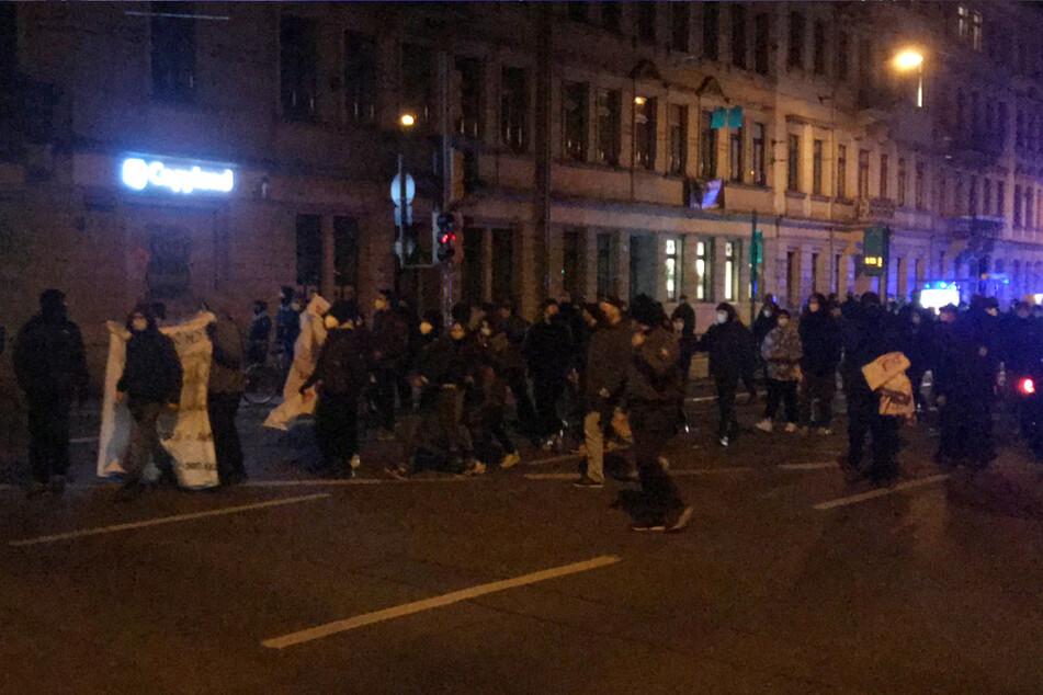 """Zum Protest aufgerufen hatte die """"Undogmatische Radikale Antifa""""."""