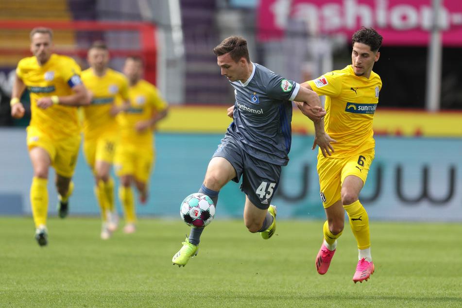 HSV-Youngster Robin Meißner (l.) war einer der Aktivposten im Spiel der Rothosen und traf auch zum postwendenden 1:1-Ausgleich.