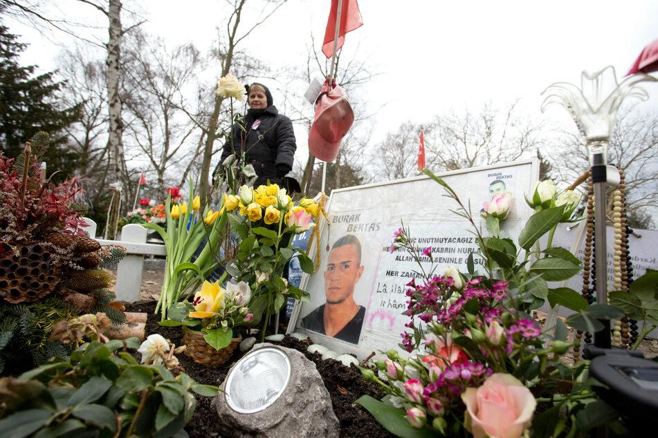 Blick auf das Grab des 22-jährigen Burak Bektas. Er wurde in der Nacht vom 4. zum 5. April 2012 in Berlin-Neukölln erschossen. (Archivbild)