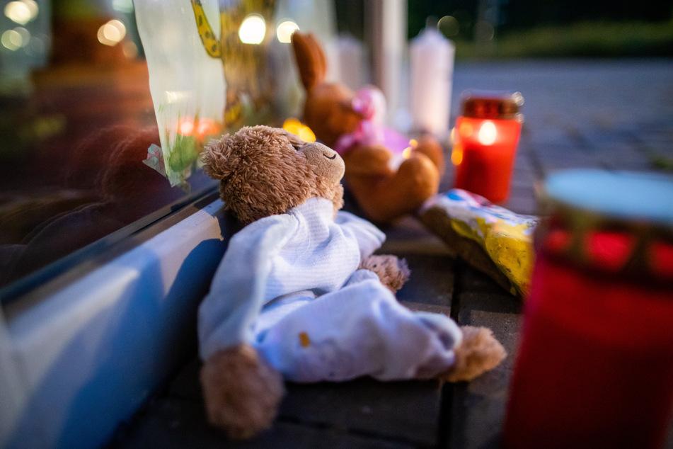 Horror-Tat: Jungen gewürgt und verbrannt, Vater gesteht im Mordprozess