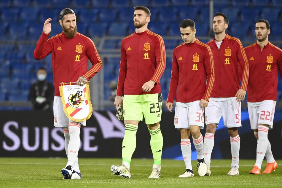 Sergio Busquets (32, 2.v.r.) ist einer der erfahrensten Spieler der spanischen Nationalmannschaft, sein Ausfall wäre ein herber Verlust.