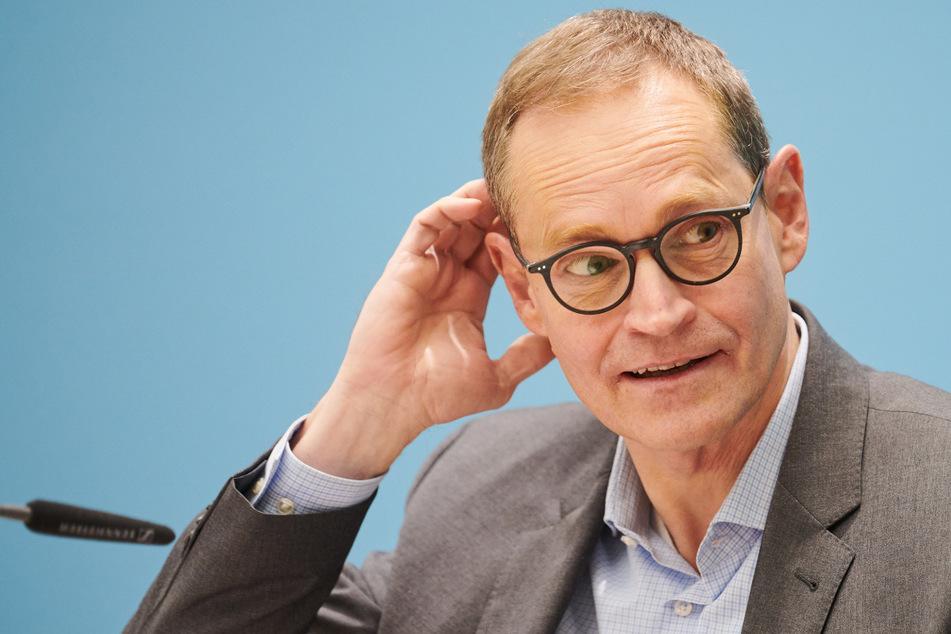 Michael Müller (56, SPD), Regierender Bürgermeister von Berlin, kann sich angesichts wieder deutlich steigender Infektionszahlen, keine weiteren Lockerungen vorstellen.