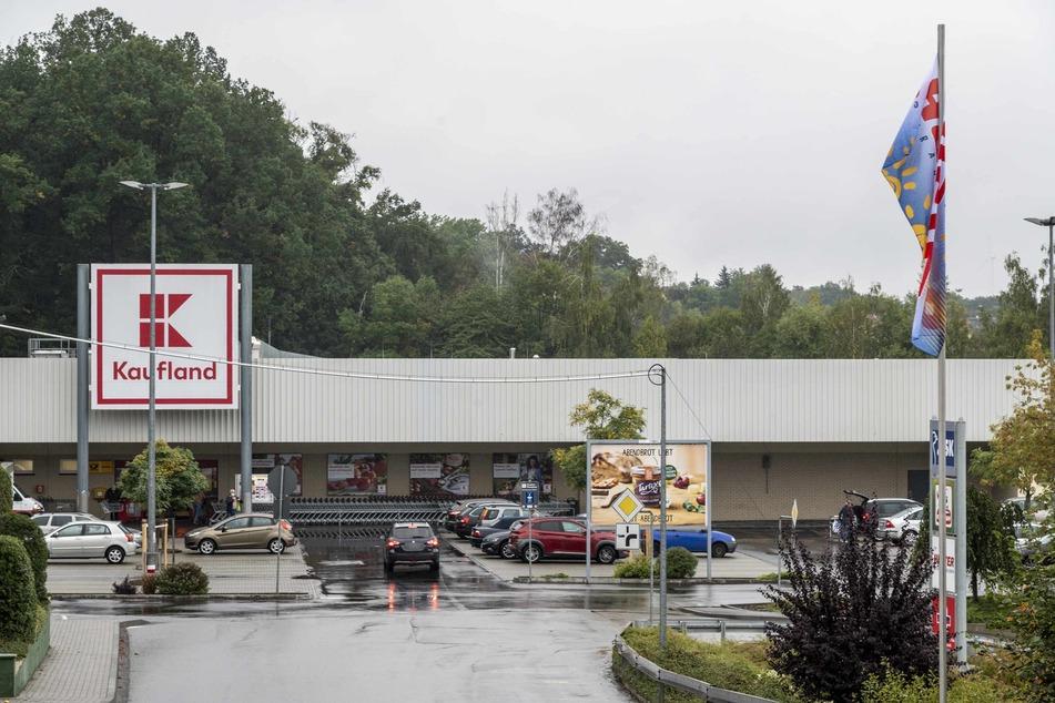 Als Security-Mitarbeiter ließen die beiden Männer in Kaufland-Filialen in Werdau und Zwickau regelmäßig Waren mitgehen.