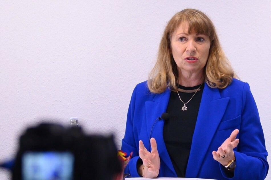 """Sachsens Gesundheitsministerin Petra Köpping (62, SPD) will """"testen, testen, testen""""."""