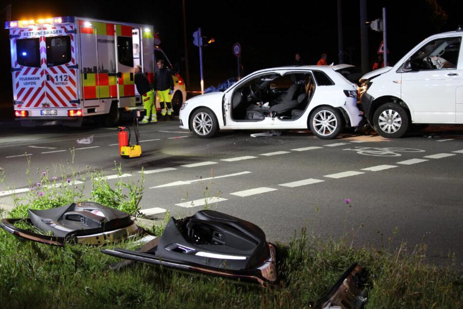 Um den Fahrer des Audis zu befreien, wurden die beiden Türen der linken Fahrzeugseite sowie die B-Säule abgetrennt.
